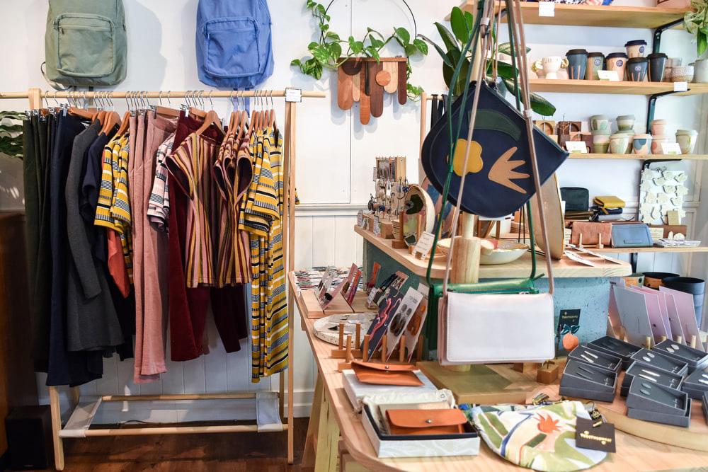 4 Cara Membedakan Produk Fashion Asli Karya Designer dengan Produk Palsu