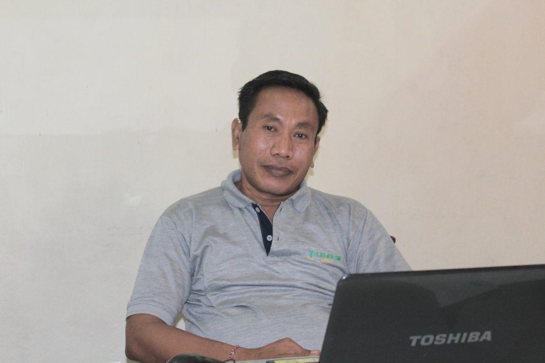 """Kerja Keras Anak Kampung  Tuai """"Garam"""" di Tengah Keluarga"""